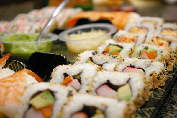 rows-of-sushi-on-plate
