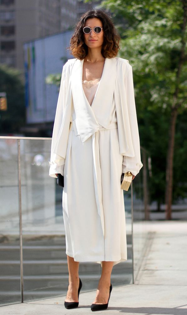 clochet-streetstyle-outfit-fashion-week-new-york-fashion-week-long-light-trench-coat-pale-lace-dress