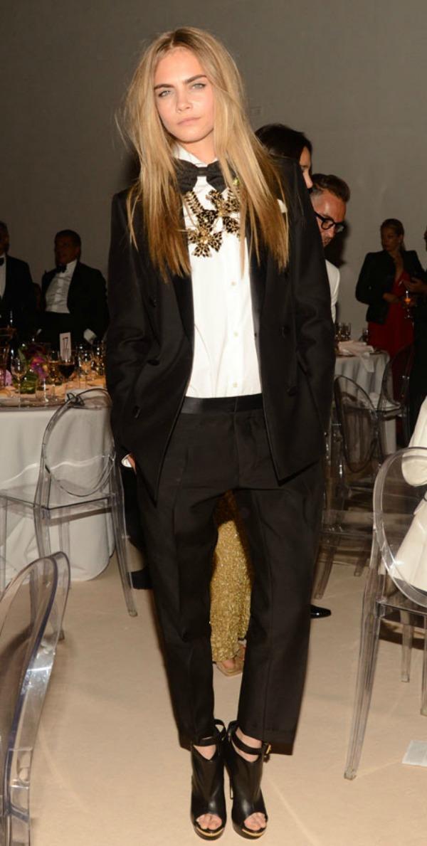 la-modella-mafia-Cara-Delevingne-red-carpet-party-chic-in-a-DSquared2suit-with-a-stement-necklace2