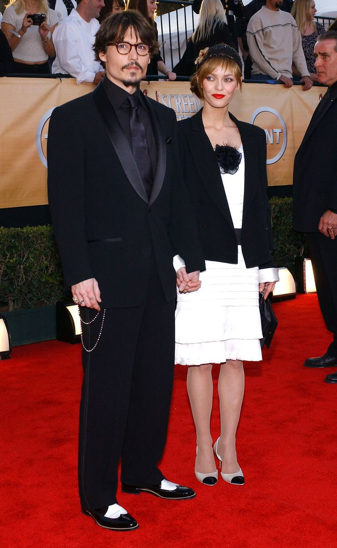 Johnny-Depp-and-his-girlfriend-Vanessa-Paradis-2007