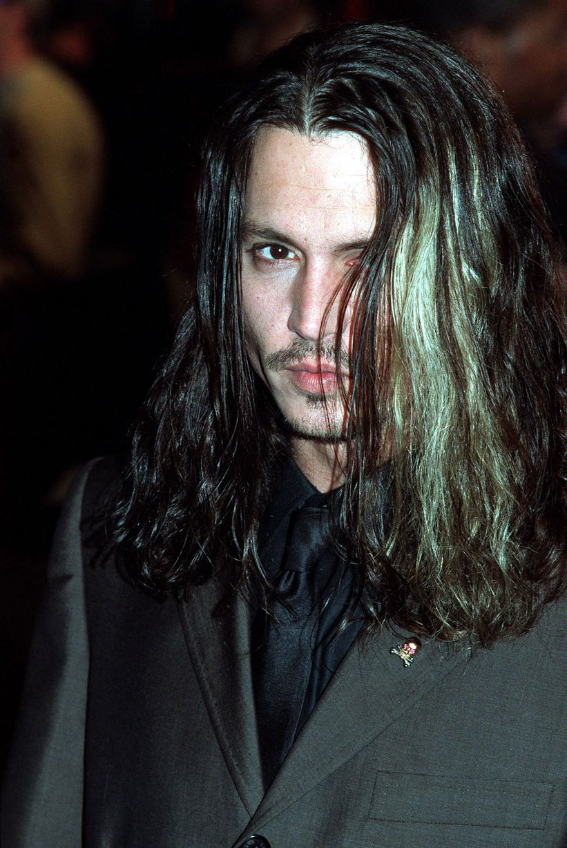 Johnny-Depp-attends-the-Film-premiere-Blow-2001