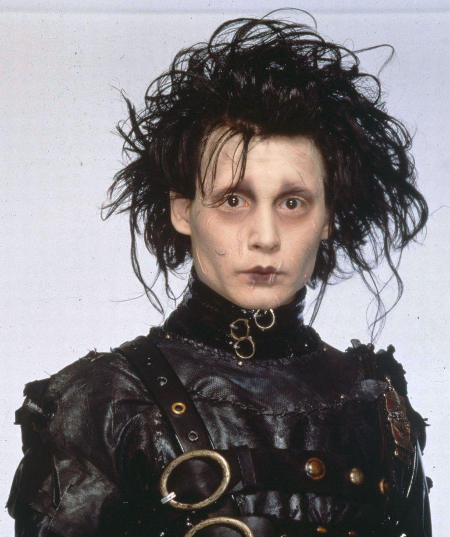 Johnny-Depp-in-the-1990-film-Edward-Scissorhands