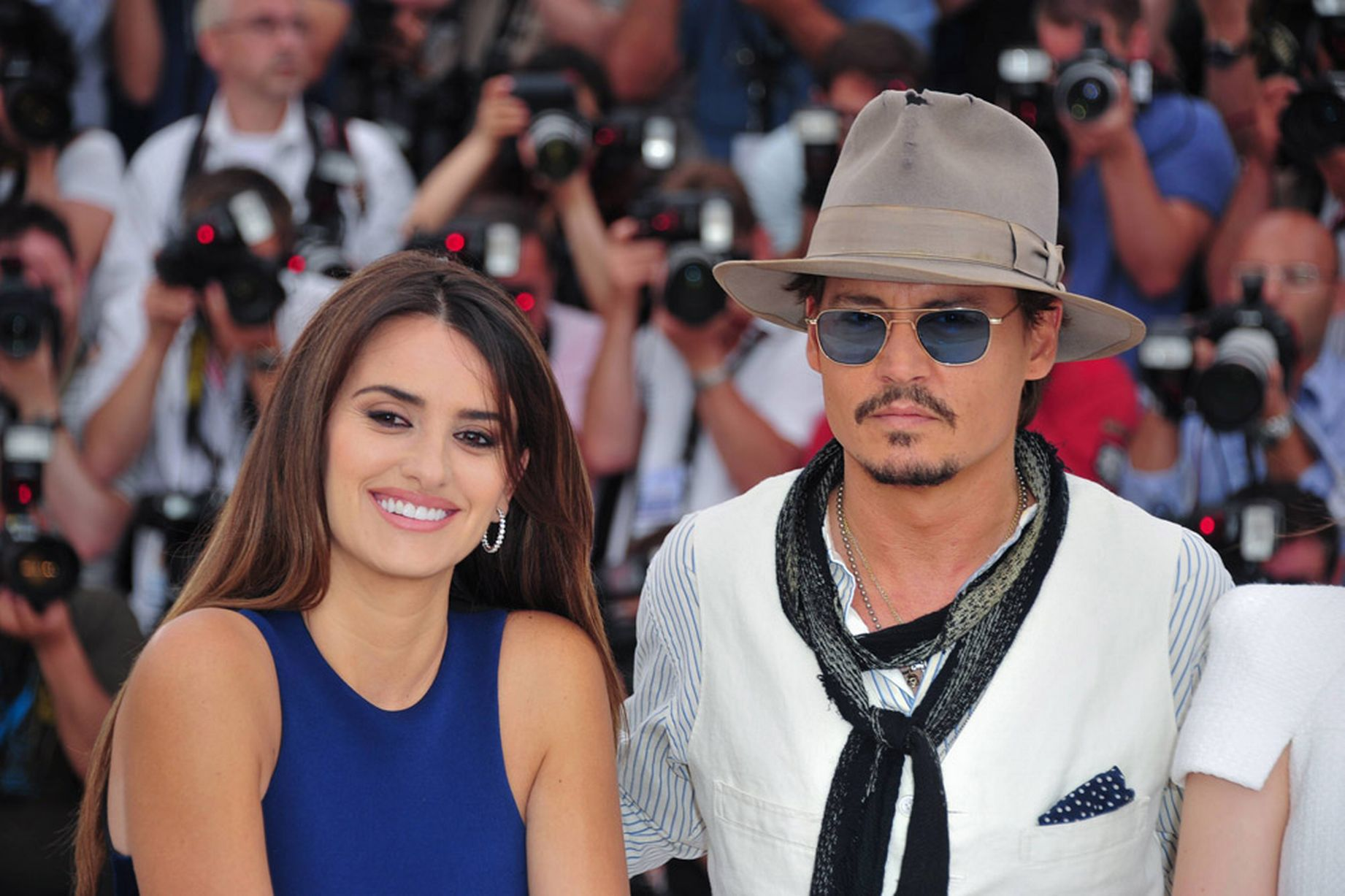 Penelope-Cruz-and-Johnny-Depp-2011