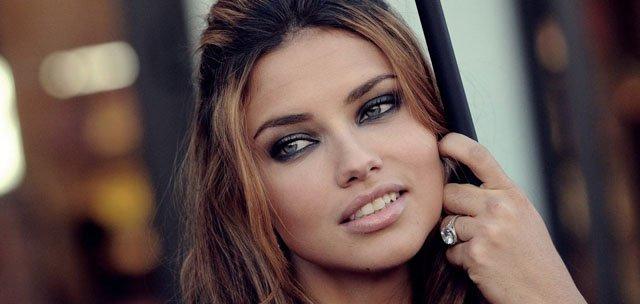 adriana_lima_brunette_look_makeup_gray_eyes_31100_1920x1080