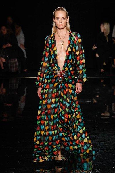 Versace İlkbaharYaz 2019 Defilesi Hakkında Bilmeniz Gerekenler